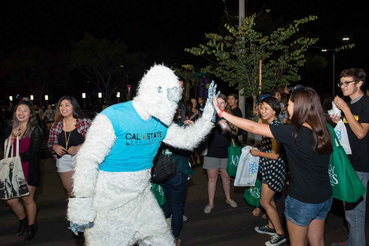 students high-fiving a mascot
